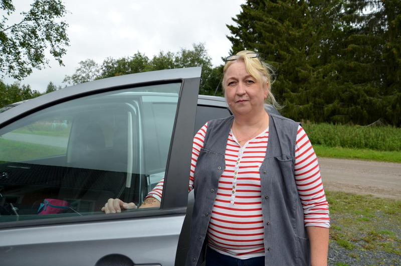 Tien päällä. Maija Mäntykorpi-Luoma kiertää autolla asiakkaiden luona.