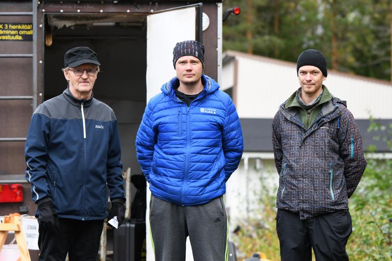 Kolme pitkän linjan suunnistusmiestä rinnakkain. Samuli Törmälä, Antti Isokääntä ja Matti Suvanto ovat kiertäneet suunnistuskilpailun jos toisenkin.