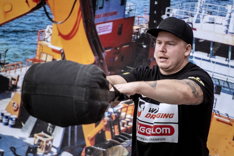 Kokkolalainen Heikki Pohjosen tyylinäyte muurin yliheitossa.