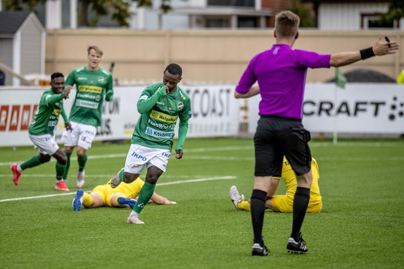 Kristian Andersen pääsi juhlimaan täysosumaa jo pelin kolmannella minuutilla.