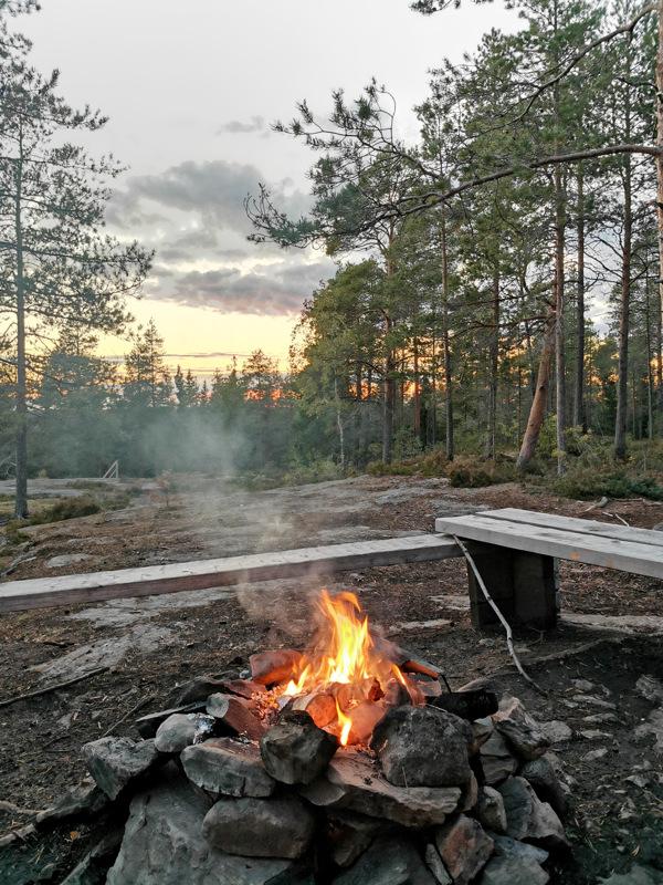 Laavulla Jämsänkalliolla Toholammilla.