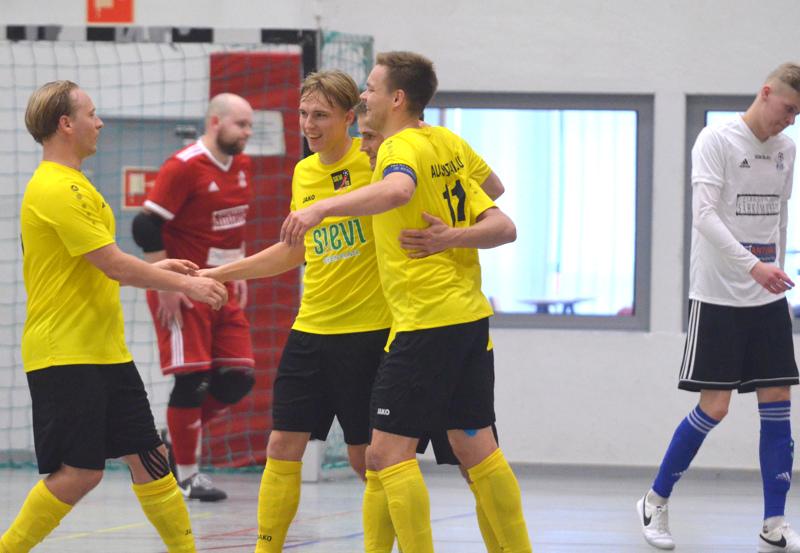 Henri Heikkilä, Jaakko Alasuutari, Jarmo Junno ja Juho Alasuutari kantoivat viime kaudella isoa vastuuta. Nyt Vieska Futsalin ringissä on enemmän laatua ja laajuutta.