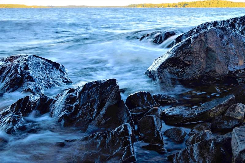 Kokkolan Vesikari on hieno paikka. Kun tuuli on 6m/s, kuuluu melkoinen melu, kun aallot murtuvat näyttävästi rantaan.