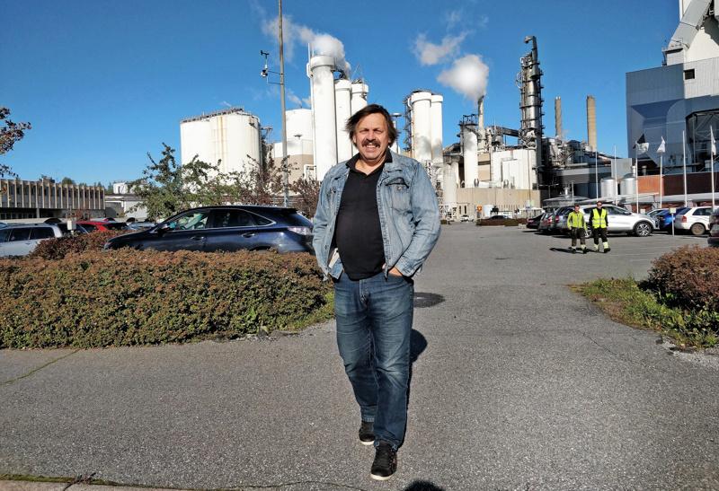 Reijo Luoma on viihtynyt työssään vuorokorjausmiehenä vuoden 1976 syksystä lukien. Hän aloitti SA-osastolla silloisella  Oy Wilh. Schaumanilla.