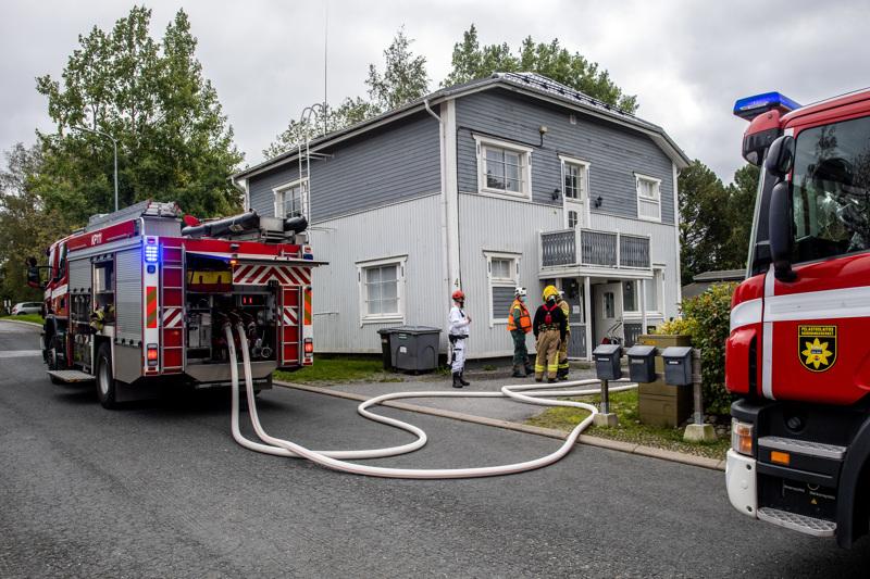 Palo oli kaksikerroksisessa pienkerrostalossa.