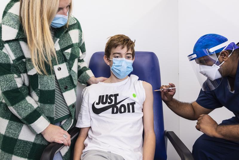 12-vuotiaat saavat jo koronarokotteita ympäri maailmaa. Seuraavaksi on edessä päätös, rokotetaanko yli 5-vuotiaat yhtä laajasti.