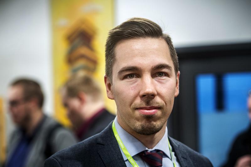 Jirka Hakala siirtyy tiede- ja kulttuuriministeri Antti Kurvisen (kesk.) erityisavustajaksi.