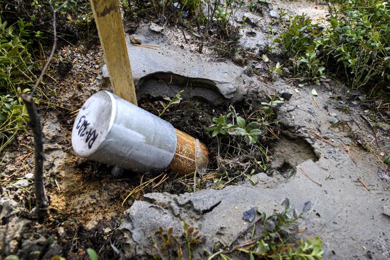 Keliber tekee jatkuvasti syväkairauksia malmivarantoja mallintaakseen. Kesän läpi on porattu esimerkiksi metsäsaarekkeessa Tuoreetsaaressa, mutta talvella satojen metrien syvyyksiin ylettyvät syväkairaukset voidaan tehdä turvenevalla.