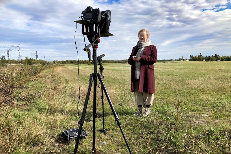 Maaseutu-lehden digitaalisessa näköislehdessä on myös videoita, joista yksi on pääkirjoitus. Jukka Lehojärvi teki videon Tiina Ojutkankaan kanssa lehden teemaa kuvaavassa maisemassa.