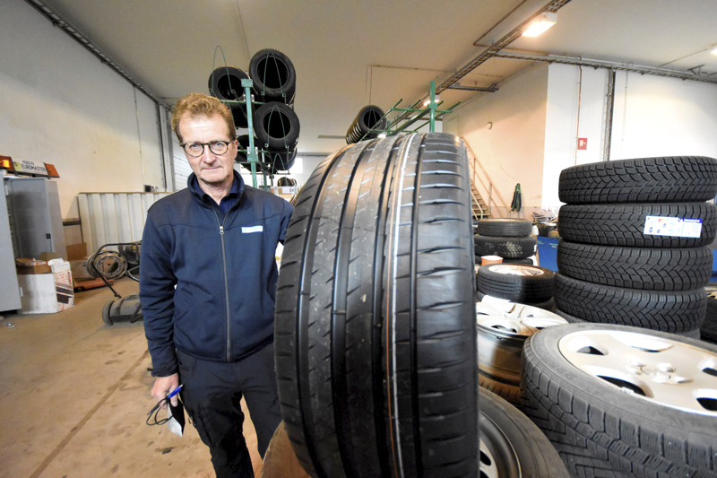 Jukka Uusitalo kehottaa tarkistamaan renkaiden ilmanpaineen noin kolmen kuukauden välein.