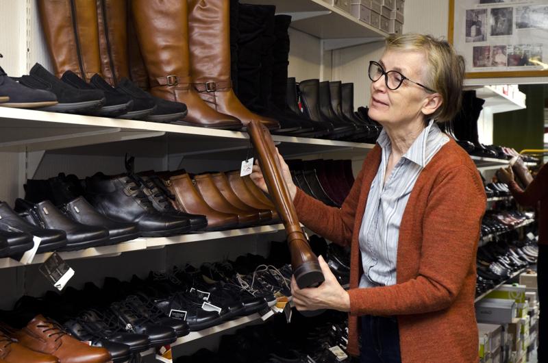 Kaarina Juntusen mukaan osa syksyn kenkätilauksista on saapunut, mutta osaa ei ole saapunut, vaikka olisi pitänyt. Jotkin tilaukset ovat peruuntuneet kokonaan.