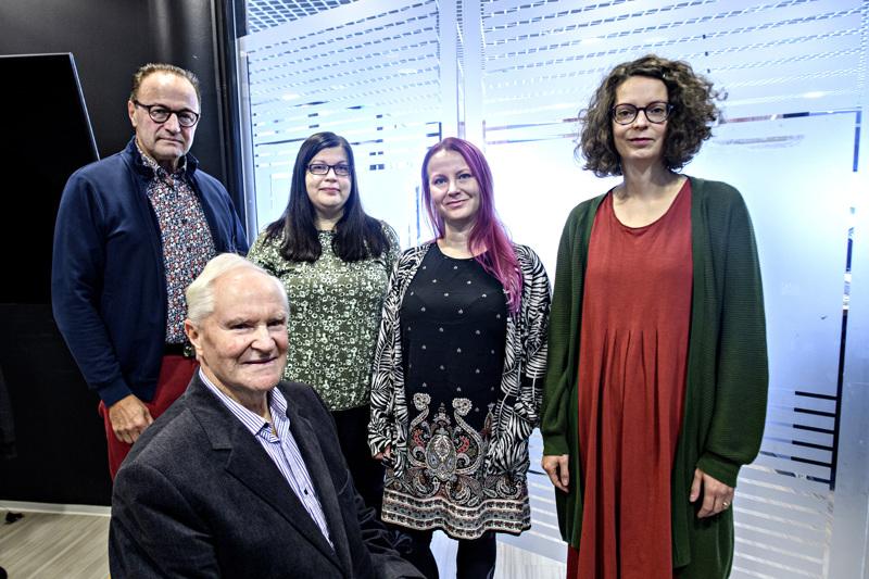 Ei yhdistys vaan joukko kirjallisuuden ystäviä, jotka päättivät järjestää maakunnalle omat kirjamessut: Hannu Kippo, Erkki Kujala, Merja Kivineva, Mia Myllymäki, Anni Saari.