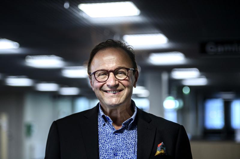 Hannu Kippo palasi Kokkolaan yli 40 vuoden tauon jälkeen. Kipolla on monipuolinen työhistoria: esimerkiksi 1980-luvulla hän työskenteli Perhonjokilaakson päätoimittajana.