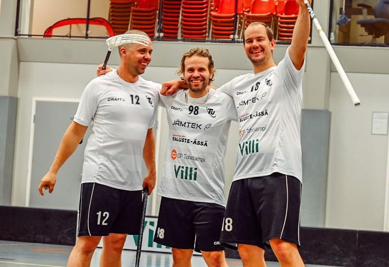 Ilon kautta. Valtteri Toivola, Petteri Toivola ja Harri Keskisipilä ovat joukkueen kokenutta kalustoa.