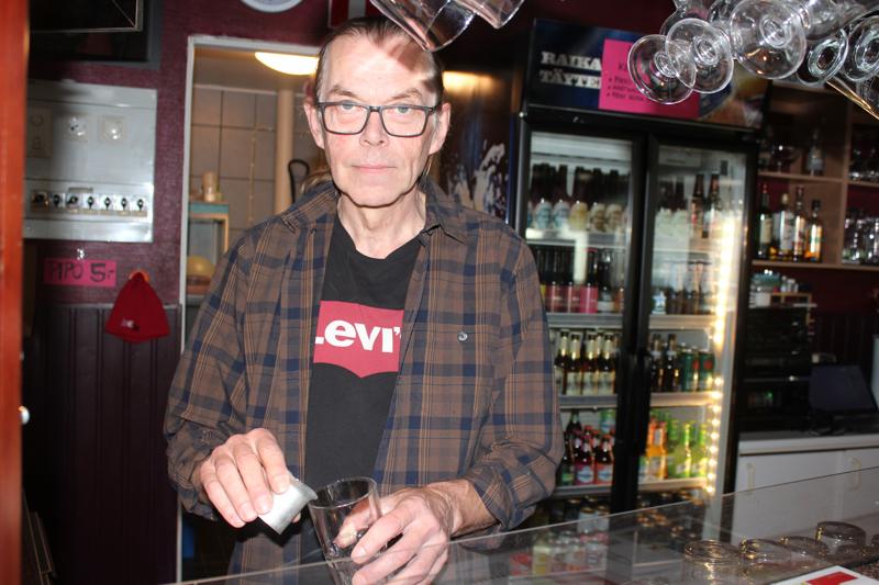 Jouni Rahikainen toivoo, että ravintolaan tultaisiin aikaisemmin. Se olisi kaikkien etu: esiintyjien, henkilökunnan ja myös asiakkaiden.