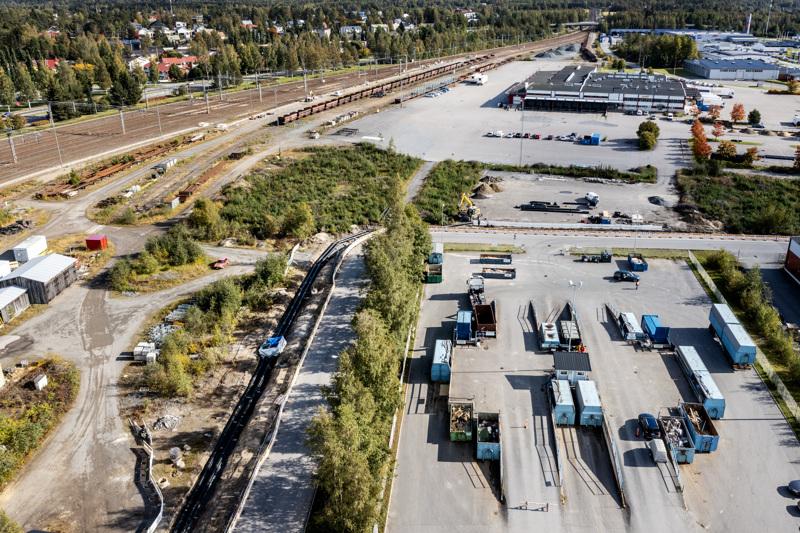Kokkolan hyötykäyttöasema sijaitsee Terminaalikadulla, Mottisen ja Kosilan välissä. Junaraiteiden toisella puolella on kaupungin keskusta. Aseman itäpuolelle (kuvassa ylhäällä) rakennetaan lähivuosina uutta hallitilaa elinkeinoelämän tarpeisiin.