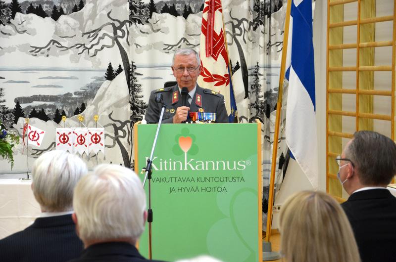 Piirin puheenjohtaja Esko Hirviniemi peräänkuulutti yhteistyötä Kitinkannuksen tulevaisuuden haasteisiin.