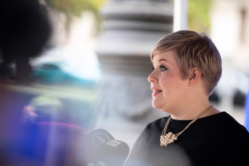 Annika Saarikko sanoo, että hoitotakuun tärkein tehtävä on lisätä luottamusta julkisiin palveluihin.