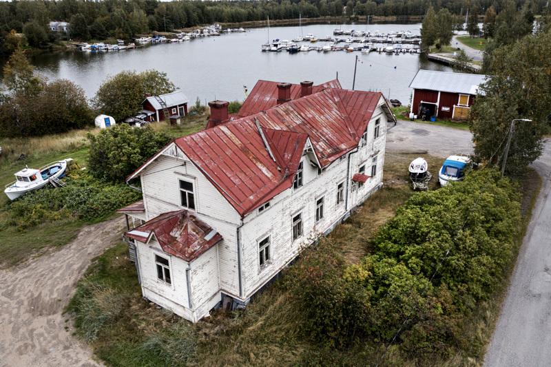 Sahakatu 7:n kiinteistö sijaitsee kulttuurihistoriallisesti arvokkaalla alueella, Kahvila Sahan läheisyydessä.