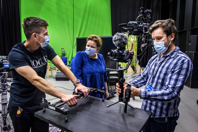 Antti Hotakainen (vas.), Niina Perander ja Juha Kiviharju opettavat media-alaa Kpedussa.