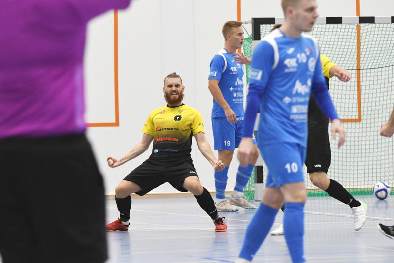 Juho Väinälä iski Vieska Futsalin toisen osuman.