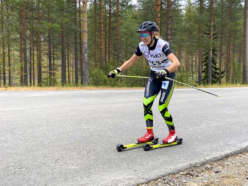 Roosa Juuskan pieni harharetki söi sekunteja rullahiihdon SM-kisoissa Vuokatissa.