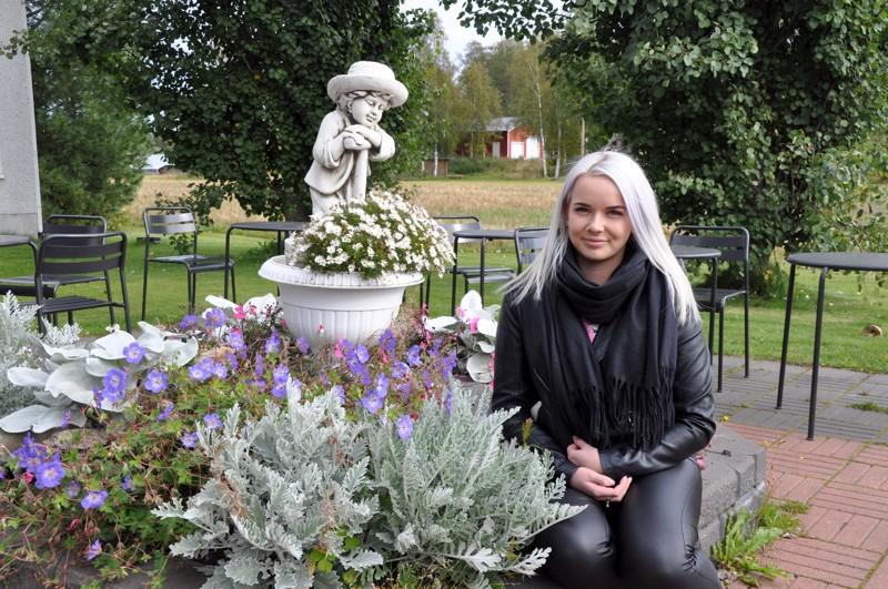 Aili Hautakoski on paljasjalkainen kaustislainen ja viihtyy kotikunnassaan edelleen.