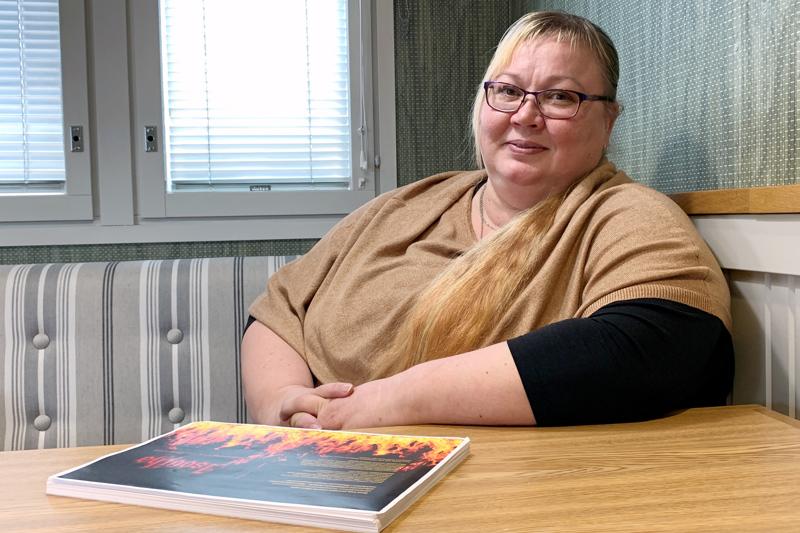 Kati Pehkonen on tulossa Merijärvelle puhumaan uudesta kirjastaan ja isovihan vaikutuksista tavallisten kansalaisten elämään.