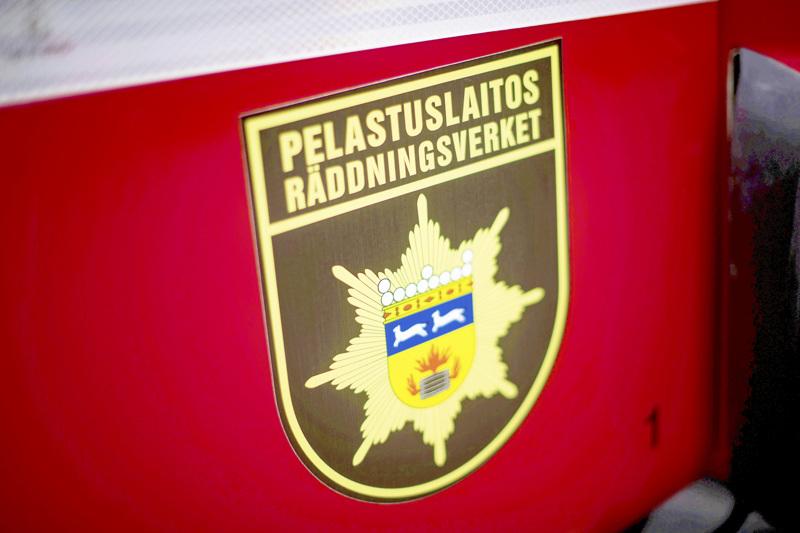 Pietarsaaressa on käynnissä liikennevälinepalo.
