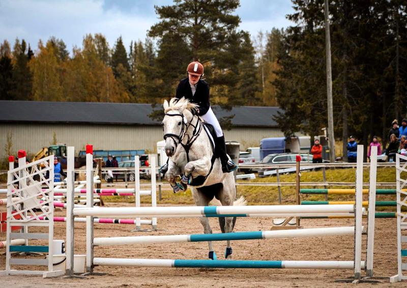 Saara Mattila ja La Carina kilpailivat kahdessa luokassa.
