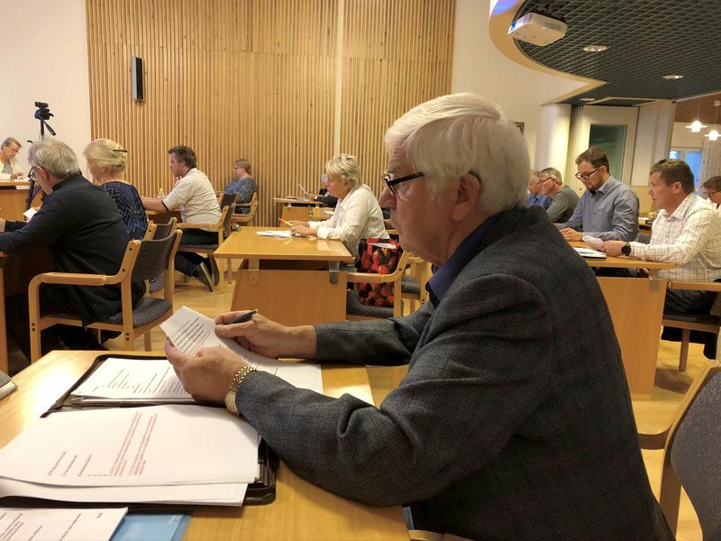 Valtuuttetu Tapani Myllymäki (Pro)  haluaa, että Kruunupyy kysyy kuntalaisten mielipidettä sote-palveluiden järjestämisestä ja mahdollisesta halukkuudesta vaihtaa maakuntaa