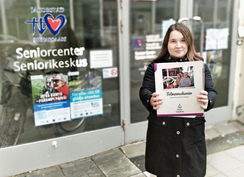 Palveluohjaaja Sari Hopponen oli valmistautunut aloittamaan valmennuksen perhehoitajille ensi viikolla.
