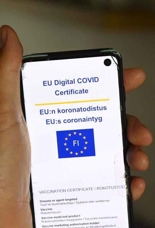 Koronapassina toimisi EU:n koronatodistus, jonka saa Omakannasta.