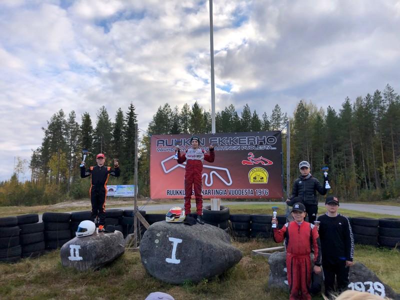 Viikonlopun karting-kisojen voittajaksi selviytyi Onni Tuisku ja veteliläinen Lauri Sillanpää tuli toiseksi 0,3 sekunnin erotuksella. Kolmas oli Roope Miettinen.