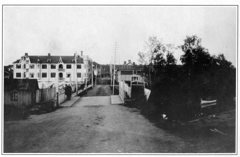 Postikorttikuvassa Niukkalinna 1920-30-luvulla.