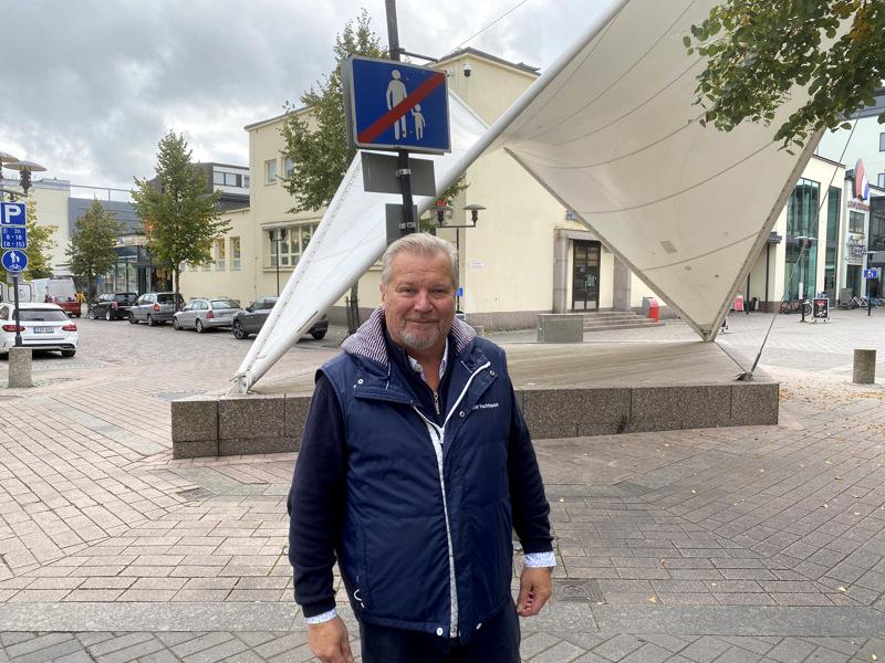 Yrittäjien puheenjohtaja Olli Lindkvist kannustaa kokkolalaisia ilmiantamaan hyviä yrittäjiä.