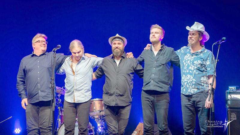 Wentus Blues Band eli Pekka Gröhn, Niko Riippa, Juho Kinaret, Daniel Hjerppe ja Robban Hagnäs. Hagnäs ja Riippa ovat bändin perustajajäseniä.