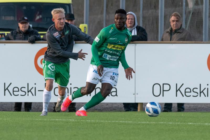 Oke Akpoveta teki yhden KPV:n kolmesta maalista RoPSia vastaan. Kuva ottelusta KPV-EIF.