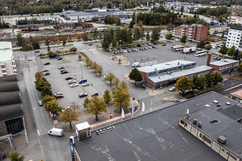 Kun puhutaan Kokkolan Rautatientorista, puhutaan linja-autoaseman korttelista. Nyt näyttää siltä, että Rautatientorin rakentaminen alkaa vuonna 2023.