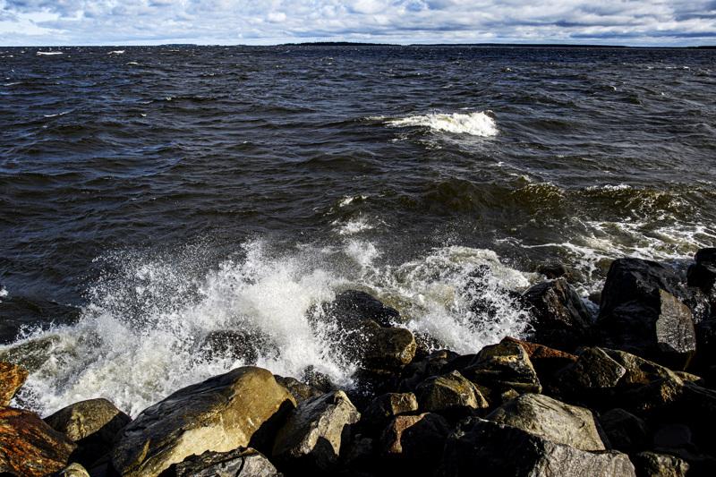 (arkistokuva) Navakan tuulen uskotaan nostavan torstaina jopa kaksi ja puolimetrisiä aaltoja.