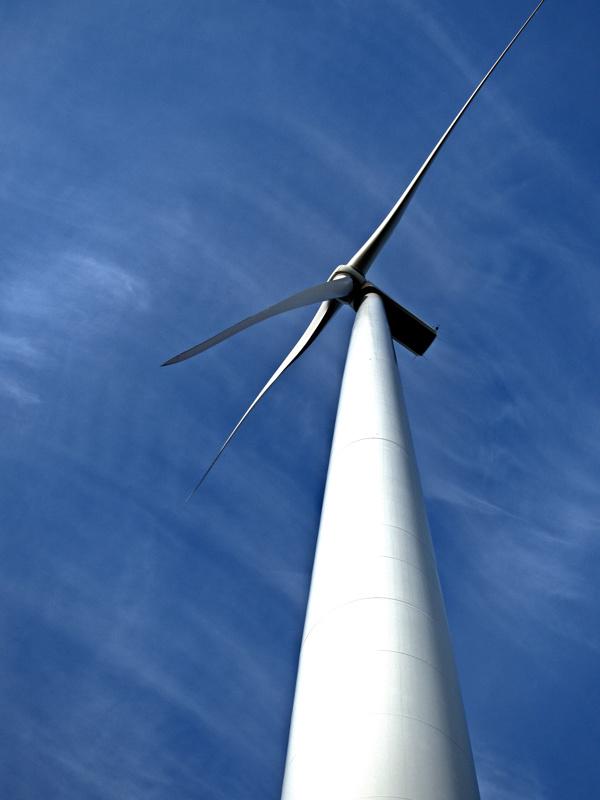 Puolesta ja vastaan. Tuulivoima jakaa mielipiteitä.