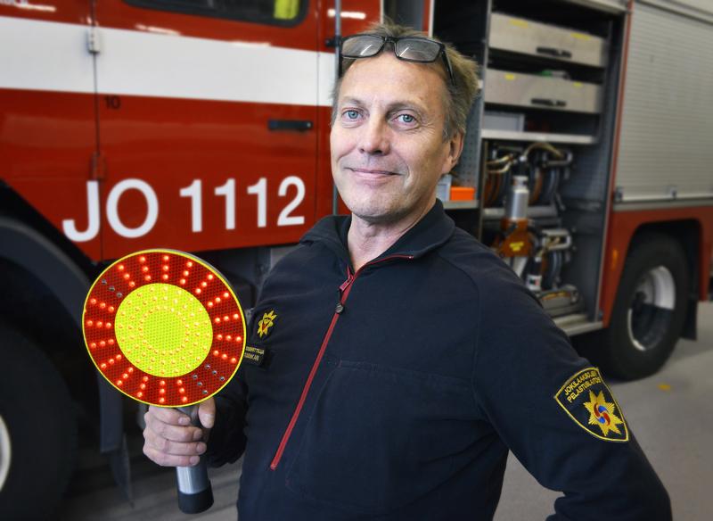 Ari Tuulenkari toimii tieliikenneonnettomuuksien vastuukouluttajana Jokilaaksojen pelastuslaitoksessa. Hän on käynyt oppimassa pelastusasioita muun muassa Saksassa.