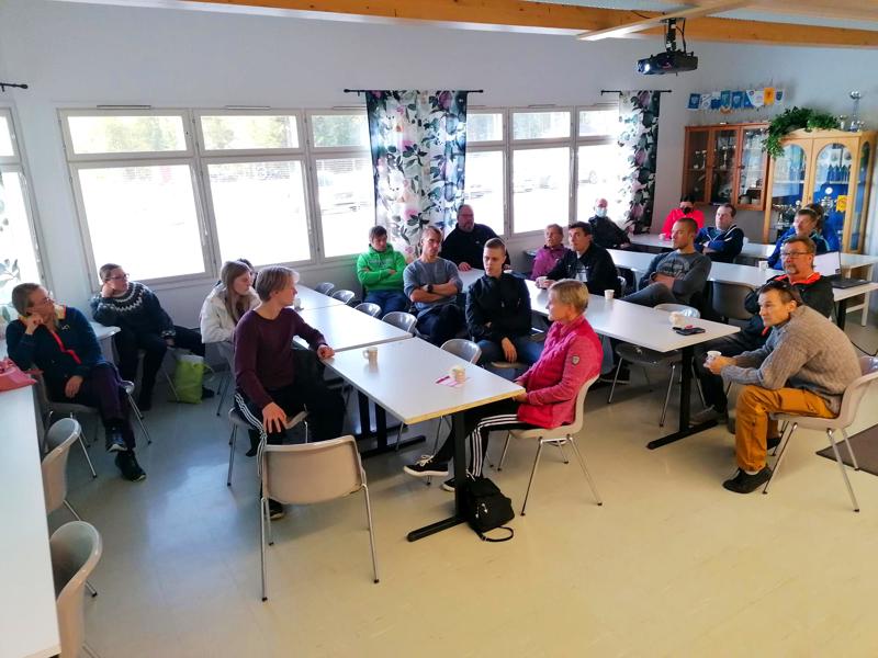 Tiistaina Hiihdon uusi taso -illassa Huhmarin kisamajalla Kuulan hiihtoväki keskusteli laajasta kehitysohjelmasta.
