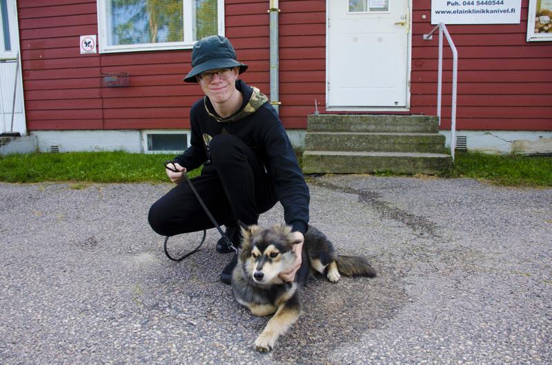 Saku Asunmaan TET-viikon työkavereihin kuului myös Noppa-koira.