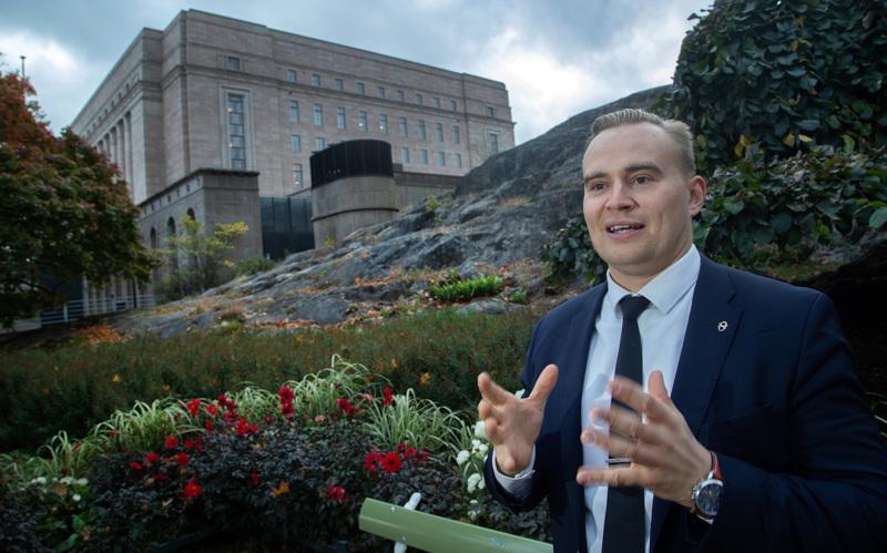 Helsinkiläinen kansanedustaja Atte Harjanne on suosituimpana varapuheenjohtajana vahvoilla vihreiden johtotehtäviin, kun Maria Ohisalon sijainen valitaan. Harjanne on valmis jakamaan ministeripestin ja puheenjohtajuuden kahdelle henkilölle.