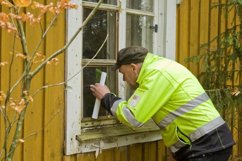 Maanmittausteknikko Juha Peltomaa kehuu tonttia vuolaasti, jos kohta rakennuksista ei enää liene mihinkään.