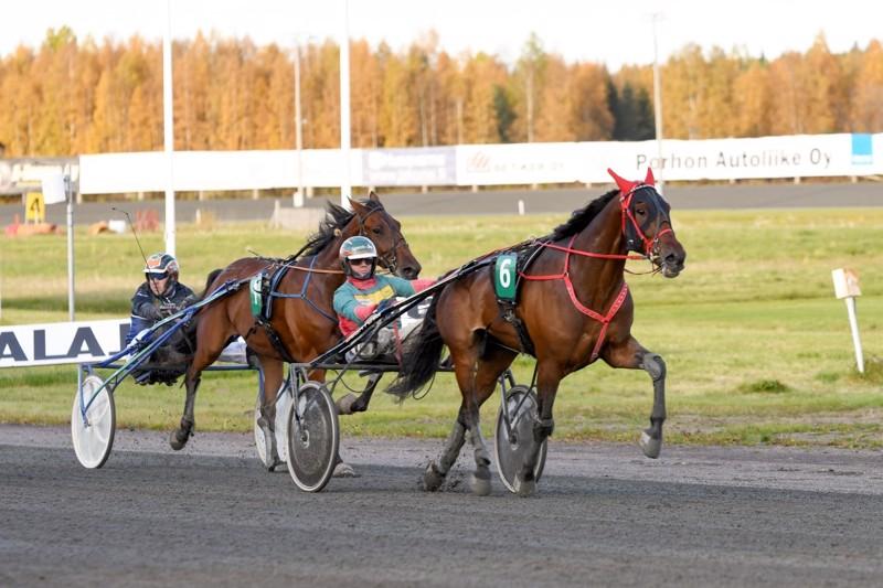 Jani Suonperä aloitti voitokkaasti amatöörien SM-kisan ajokkinaan Explosive Elvis.