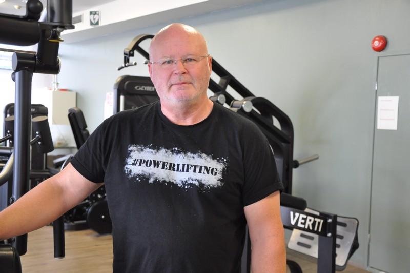 Mats Finnen löytää lähes päivittäin Kokkolan urheilutalon kuntosalilta. Tekniikkakoulua hän pitää Fit Kokkolan kuntosalilla.