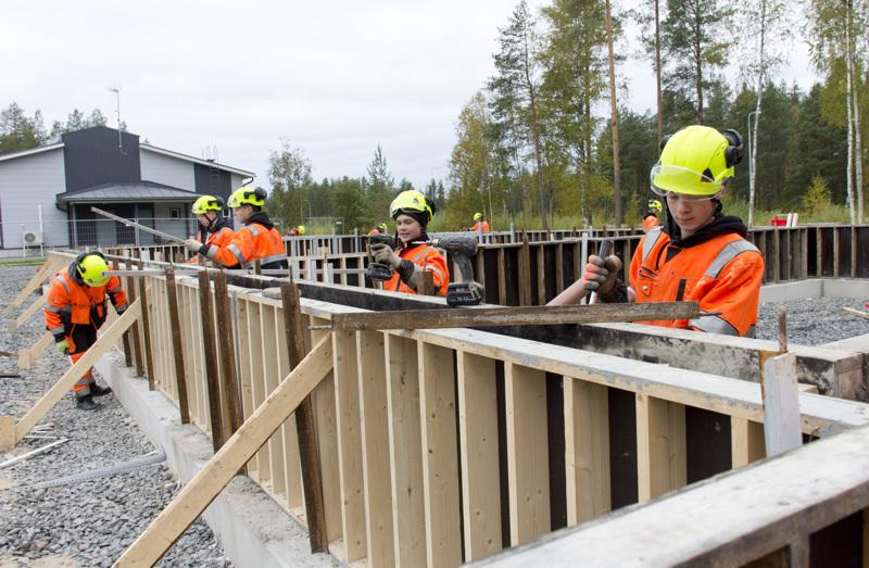 Juha Junnikalan halli rakentuu Jedun oppilastyönä Meinalan teollisuusalueelle.