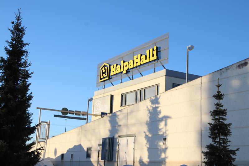HalpaHallilla on alueella monta myymälää.